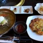 海雲台 - 韓国冷麺とチヂミセット(1036円)(2016.05現在)