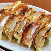 ドラゴンパンチ - 美味しい焼餃子 当店人気のメニューです。300円