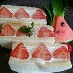 カラットフルーツカフェ - イチゴサンドセットです♪