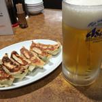 飩餃 - 生ビールと餃子。