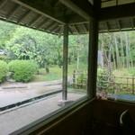 51044743 - 竹林が店内から見えます