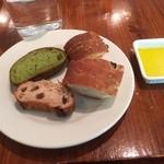 Bar&Bistro 64 - 食べ放題のパン