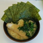 横浜家系ラーメン濃太家 - ラーメン690円麺硬め。海苔増し100円。