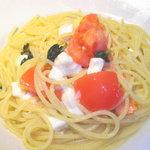 虫の巣 EST - Freshトマト&バジル、モッツァレラチーズ