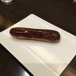 リンツ ショコラ カフェ - リンツ・エクレール・ショコラ 702円(税込)