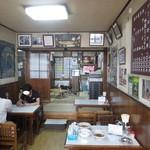 まこと食堂 - 店内 テーブル席