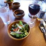 ビーフクラブ ノエル - 赤ワイン、烏龍茶、サラダ