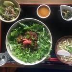 カフェ月星 - 2016/05/16スープがない、とのことで、無理を言って、ソーキそばをソーキ丼に、スパムのおにぎりをミニ沖縄そばにしていただきました。