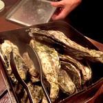51052456 - 牡蠣のカンカン焼き