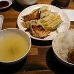 餃子酒場 - 餃子定食(肉4、ミックス5)730円