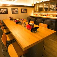 石焼パスタ kiteretsu食堂 - 10名掛けビックテーブル