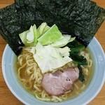 吉田家 - ラーメン750円麺硬め。海苔増し100円。