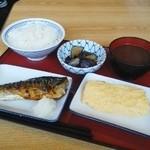 51059381 - 卵焼きと鯖の塩焼きと茄子の煮浸しと味噌汁と御飯