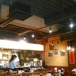 陳家私菜 - [内観] 店内 テーブル席から厨房を見るw ②