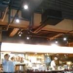 陳家私菜 - [内観] 店内 テーブル席から厨房を見るw ①