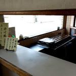 谷口今川焼店 - 店内綺麗ですよ (*´艸`)
