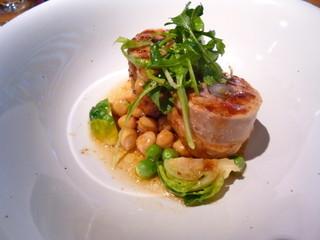 カフェ エウル - コース料理の選べるメインディッシュ。ガランティーヌでしたっけ?野菜を肉で巻く料理です。何回聞いても忘れてしまうこの脳みそが…