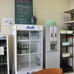 明野駐屯地 厚生センター食堂 - 水はセルフです。 ビール、酒 お昼はダメよ^^
