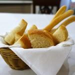 トラットリア トマティカ - 自家製パンとグリッシーニ