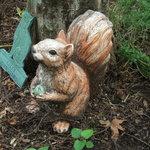 登六庵 - 庭の小動物の置物