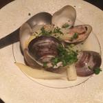 あか豆 - 白アスパラと蛤のバター蒸し700円