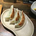 どんぐり - ランチ限定の餃子3個セットの餃子(セットは餃子3個と小ライスと漬物で280円)