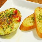 bisteria-odebu - とろけるチーズのアボカド丸ごとグラタン