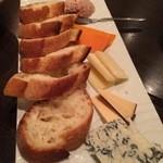 IZAKAYA しぇいさお - チーズ盛り合わせ