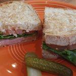 ネイバーフッド アンド コーヒー - クラシック ハム & チーズ サンドイッチ