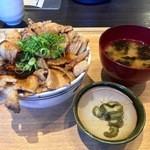 やきとん チャールストン - 豚丼(ご飯大)(2016.05)