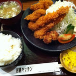 5110512 - Mixフライ定食(980円)+鶏竜田揚げ(100円)
