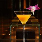 マンダリンバー - 料理写真:姉妹ホテルのシグネチャーカクテルも充実。写真はマンダリン オリエンタル バンコクのカクテル。