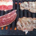 浅間農場 勝手に焼肉 - 左、バラ・ツラミ       右、牛タン