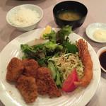 51104665 - 岡山ピーチポークの一口ヒレカツ定食¥980+エビフライ付き¥200