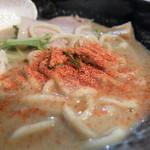 麺や 雫 - 七味投下