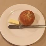 51105022 - 焼き立てプチパン