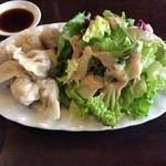 中国茶会 無茶空茶館 - 水餃子とサラダ