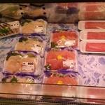 天野商店 - お刺身がたくさん並んでます