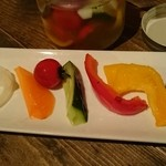 肉男 - 自家製ピクルス…たまねぎ、にんじん、ミニトマト、きゅうり、パプリカ(赤・黄)、ズッキーニ