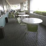 レストランけやき - バルコニー席……かと思ったら喫煙所でした……。