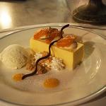 ブルーバイユー・レストラン - シェフのおすすめコース:アプリコットムースケーキ、バニラアイスクリーム添え