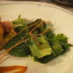 ブルーバイユー・レストラン - シェフのおすすめコース:ケイジャンシュリンプと生ハムのオレンジマリネ、 クスクスのスクエアとベビーリーフ