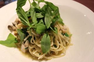 テルツィーナ - 仙鳳趾産牡蠣と留萌産小麦の自家製タリオリーニ