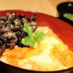 鳥乃炭家 - 鶏の炭火焼 濃厚玉子「蘭王」2色の親子丼