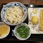 丸亀製麺 - ぶっかけ(並) ちくわ天 半熟たまご天