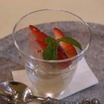 トゥ・ラ・ジョア - 生姜のジュレに板飴と苺