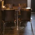 純也 - 4人掛けテーブル。別室にも座席があるようです