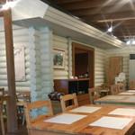 ヴォイエッタ - 店内風景。中央の白い小部屋(?)がバイキングコーナー