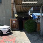ちく満 - 反対側のこっちから入る 駐車場側