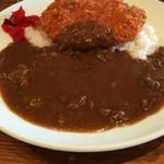 アサヒヤ - 牛すじカレー  880円  +ロースカツトッピング  300円